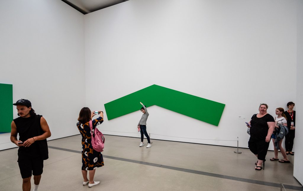 Green Angle, Ellsworth Kelly, 1970, oil on canvas, 17.78 x 5.867 m as installed at The Broad Museum in Los Angeles