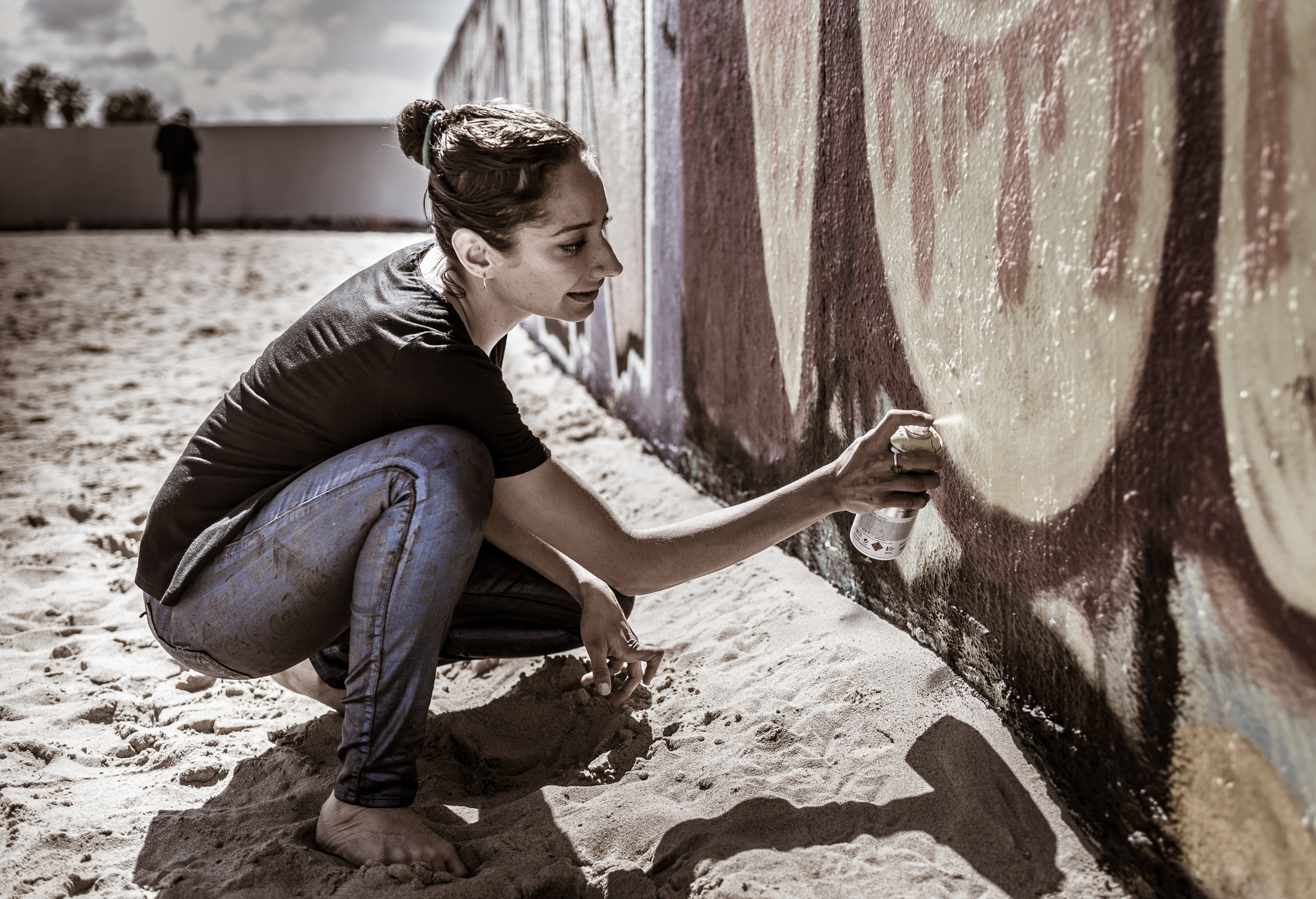 "Kay Luz painting ""Veia!"" on the Art Walls at Venice Beach, CA"
