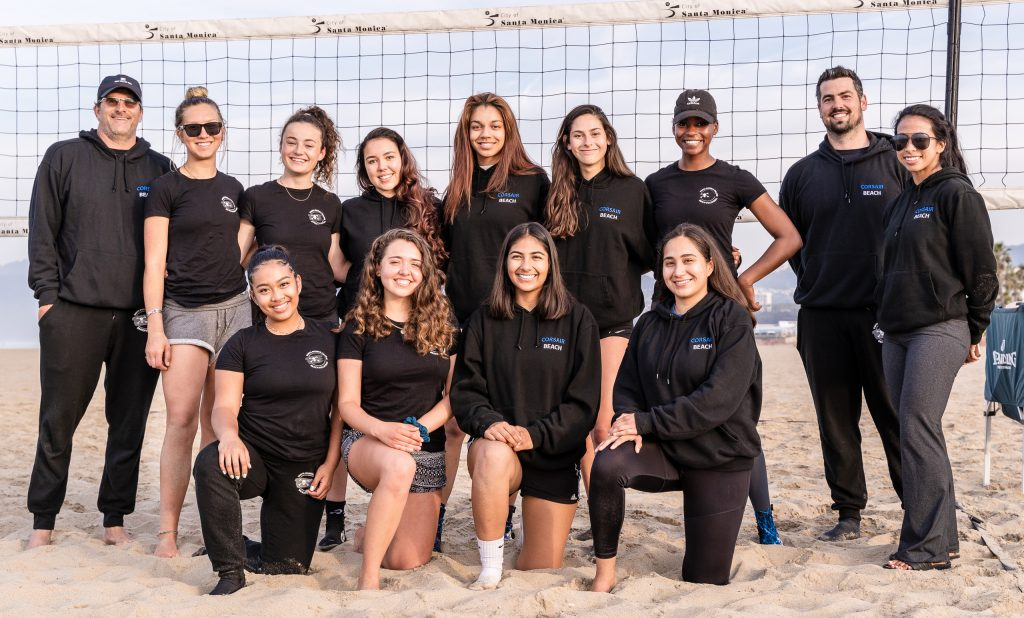 2018 – 2019 SMC Beach Volleyball Team Practice At Santa Monica Beach On Tuesday, March 26, 2019. Back Row: Assistant Coach Tom Slauterbeck, Brooke Michaels, Camilla Wilson, Madison Reiner, Angelina Burton, Elena Eckardt, Brianna Montgomery, Head Coach Dan Freeman And Assistant Coach Bea Hernandez. Front Row: Caitlin Quijano, Erika Placer, Maria Larranaga And Diana Enriquez. The Beach Volleyball Season Began In February And Runs Through April 2019. (Glenn Zucman/The Corsair)