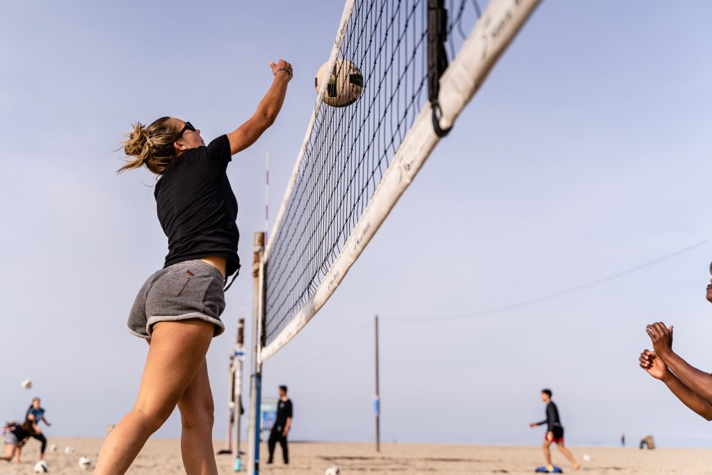 "Brooke Michaels, A 5'10"" Freshman From Campbell Hall High, Angles The Ball Across The Net To Avoid A Defender At SMC Beach Volleyball Practice At Santa Monica Beach On Tuesday, March 26, 2019. The Beach Volleyball Season Began In February And Runs Through April 2019. (Glenn Zucman/The Corsair)"