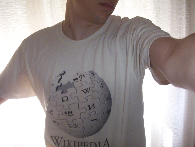photo of a guy wearing a Wikipedia t-shirt